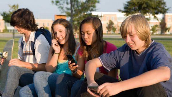 teenagers mobile addiction