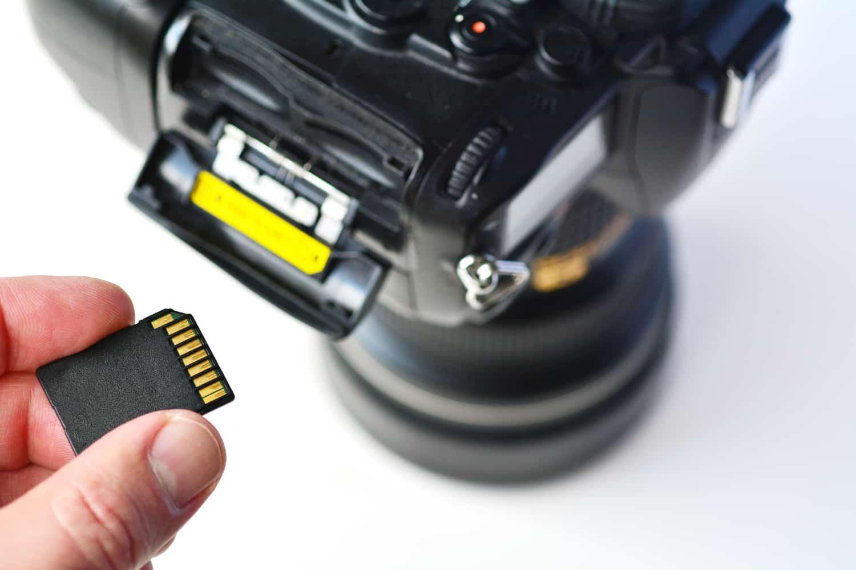 sd memory card camera rafael ben ari 123RF - HiideeMedia