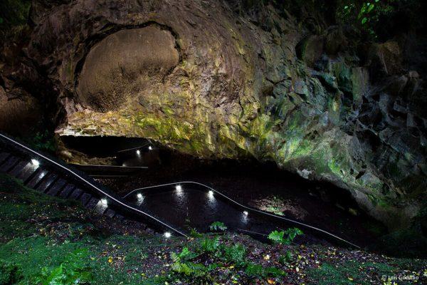 Algar do Carvao Azores - HiideeMedia