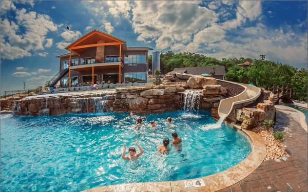 Branson Missouri 600x375 - Explore North America's Stunning Lake Towns