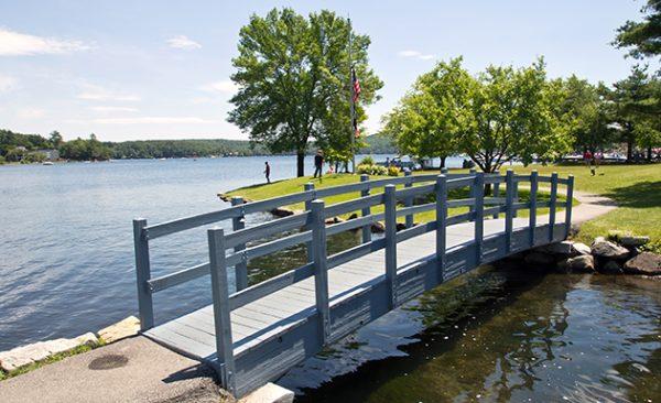 Meredith New Hampshire 600x366 - Explore North America's Stunning Lake Towns