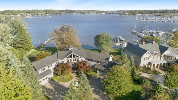 Saugatuck Michigan 600x337 - Explore North America's Stunning Lake Towns