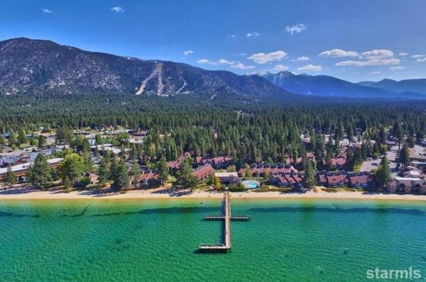 South Lake Tahoe 600x398 - Explore North America's Stunning Lake Towns