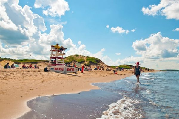 Prince Edward Island National Park Canada 600x398 - Top Beautiful Places in Canada for Holiday Sessions