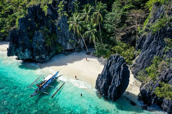 EL NIDO PHILIPPINES 600x400 1 - World Tropical Beaches to Visit